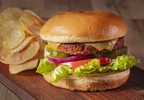 Sysco Simply classic burger and chips, Sysco Simply